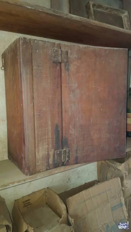Antiguos botiquines de madera