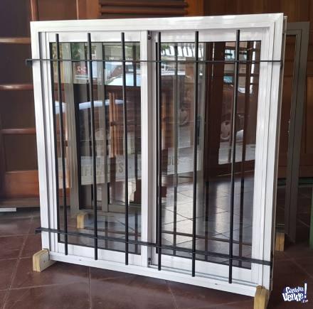 Ventana de aluminio 1,20 x 1,10, blanco con reja de hierro en Argentina Vende