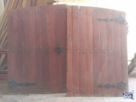Porton de madera dura colonial muy buen estado