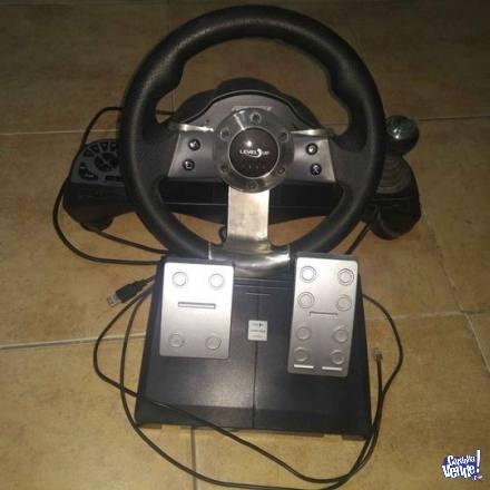 Volante y pedales Level Up para PC, PS2 y PS3