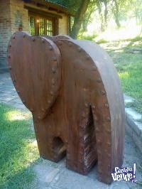 esculturas de chapa oxidada