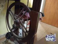 Máquina de coser de colección a pedal con pie de hierro de