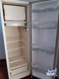 Heladera Consul 240 L con Congelador