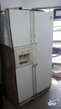 Heladera no frost doble puerta 718L. Con dispensador de agua