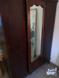 Ropero antiguo de Pino con Espejo central biselado Permuto