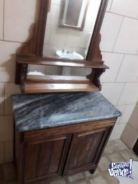 Comoda Antigua con Espejo y mármol gris