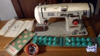 Maquina de coser - Surfiladora con accesorios