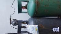 DOS TUBOS DE GAS DE 45 KG, uno lleno y uno vacío