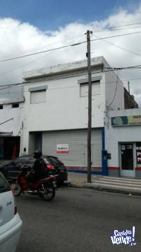 LOCAL + GALPON CON BAÑO + DEPTO (A RECICLAR) U$S 250.000